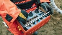 7. Med 33 knapper på det avancerede kontrolpanal kan alt håndteres fra distancen