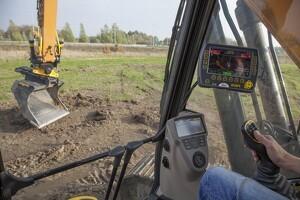 Engcon forbedrer automatisk tilkobling af hydrauliske redskaber
