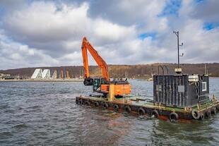 Søgående Hitachi uddyber havn