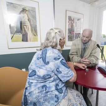 Plejehjemsbeboere får besøg i specialdesignede containere
