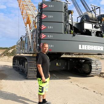 130 tons Liebherr klar til at tage slæbet i grusgraven