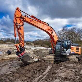 32 tons Hitachi arbejder på nye anlæg til klimasikring