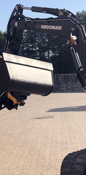 Brug af tiltrotator stiller krav til minigraverens hydraulik