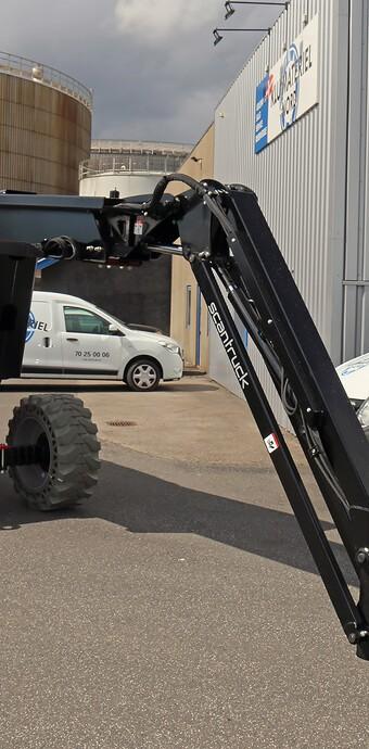 Udlejningsfirma fik første terrængående bomlift på el