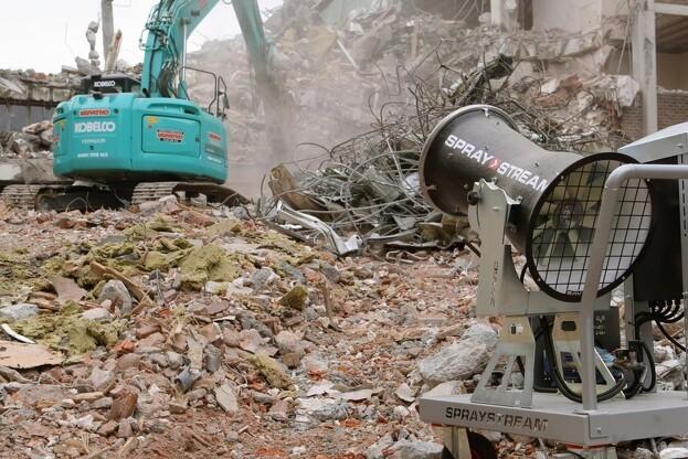 Spraystream kan blandt andet bruges til at reducere støv ved nedrivninger. Pressefoto.