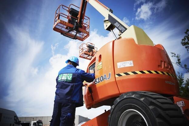 GSV har monteret 4.000 trackere i deres maskiner, som overvåger maskinernes tilstand og kørsel. Foto: GSV.
