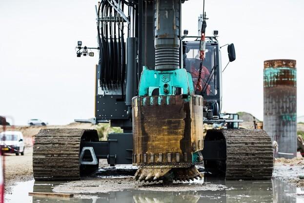 Opgaven med pælefundering vil foregå frem til forsommeren 2018. Foto: Vejdirektoratet.