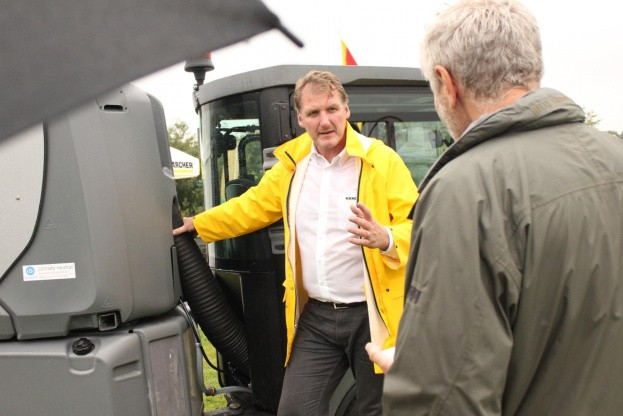 Her ses Flemming Christensen i færd med at demonstrere den nye MC80. Fotos: Jens Jessen.