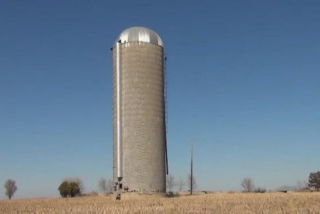 Fredagsvideo: Man skyder da siloer i stykker