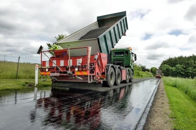 Flere kommuner vælger miljøvenlige vejbelægninger