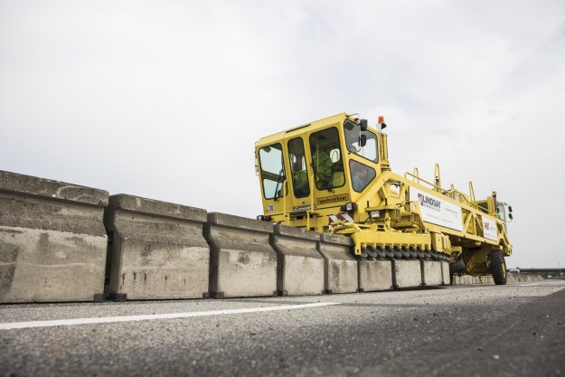 Nylagt asfalt har fået skader af ny teknik