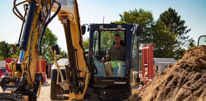 Endnu en 10-tons gravemaskine, kører på livet løs