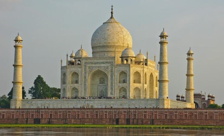 Indisk Højesteret: Taj Mahal skal istandsættes eller rives ned