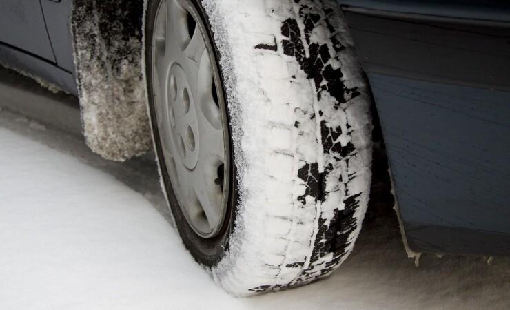 Håndværkere dropper vinterdæk og ender i ulykker
