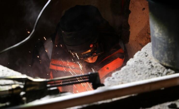 Smede reparerer varmerør uden kolde radiatorer med ny metode