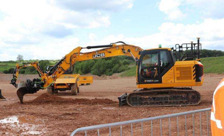 Tre nye gravemaskiner med x-factor