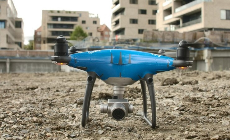 Drone fanger asfalt-hold i aktion