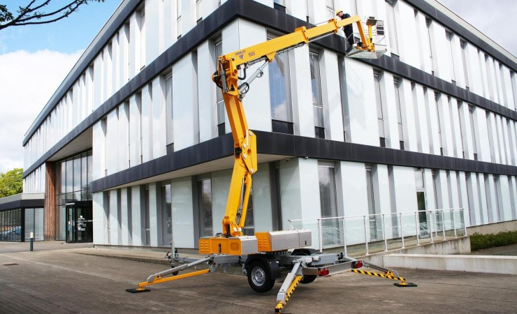 Ommelift lancerer 15 meter knækarms-trailerlift