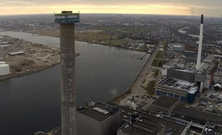 Nedrivning af 150 meter høj skorsten til genbrug