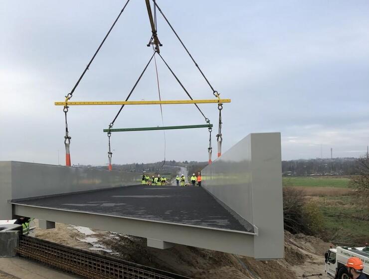 En lille let bro på 60 ton leveret i ét stykke