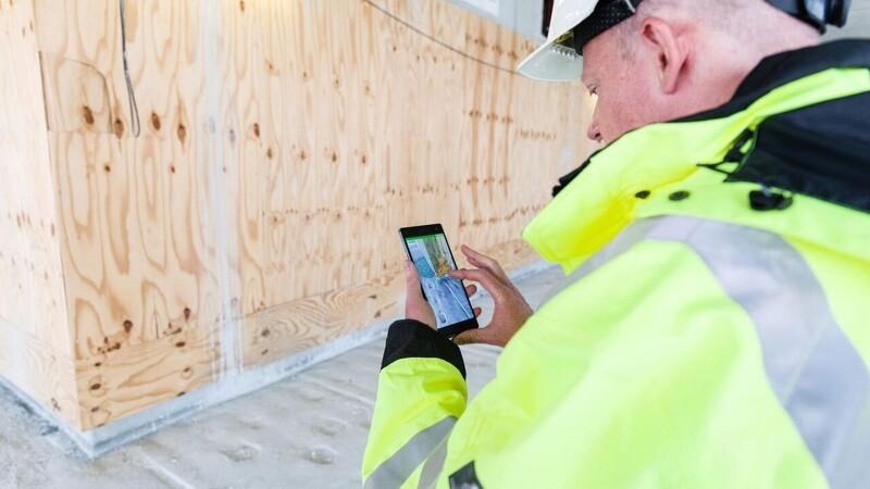 Håndværkere kan se gennem beton med mobilen