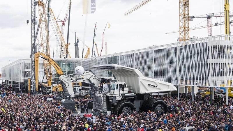 Liebherr sender 2000 folk på arbejde til Bauma