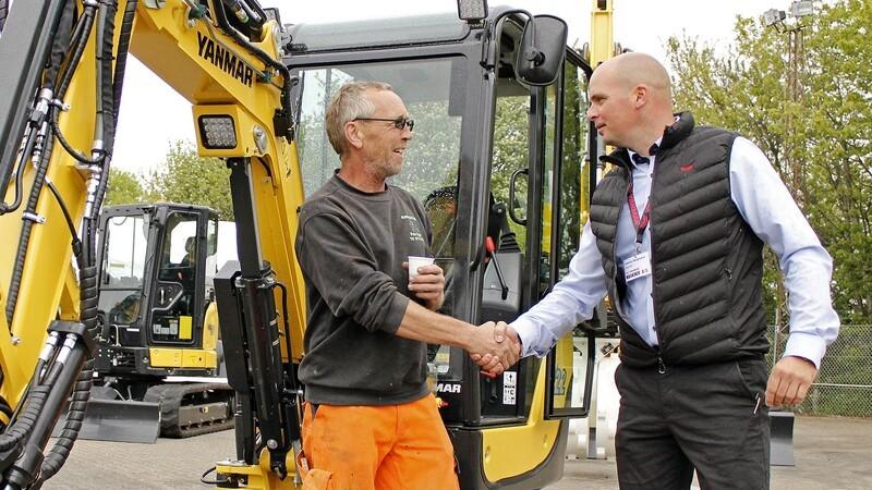 Ny forhandler runder 100 solgte maskiner