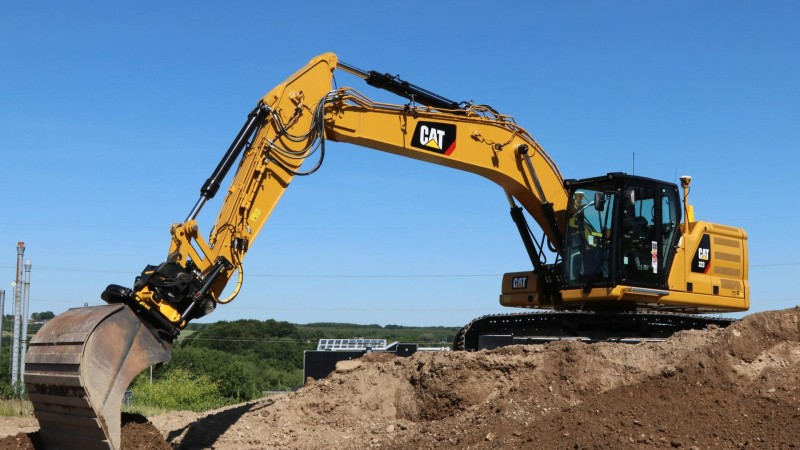 Caterpillar og Komatsu sidder tungt på maskinmarkedet