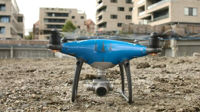 Drone fanger asfalt-hold i aktion