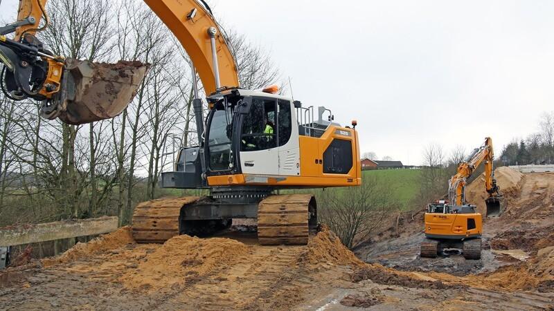 Monsterregn sender to nye gravemaskiner på uventet arbejde