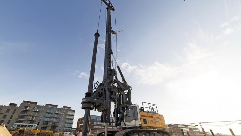 130 tons kæmpe er klar til at bore fundamentspæle på kunstig ø