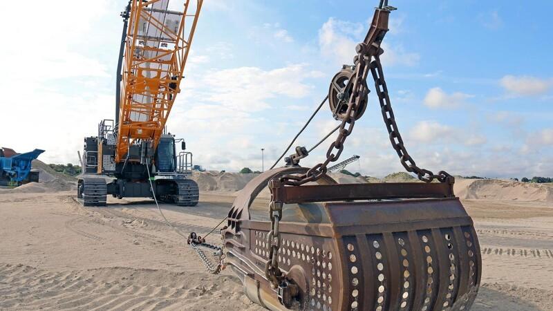 Kæmpe på 130 ton rykker i grusgraven