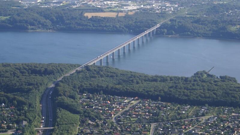Vejarbejde færdig på Vejlefjordbroen før tid