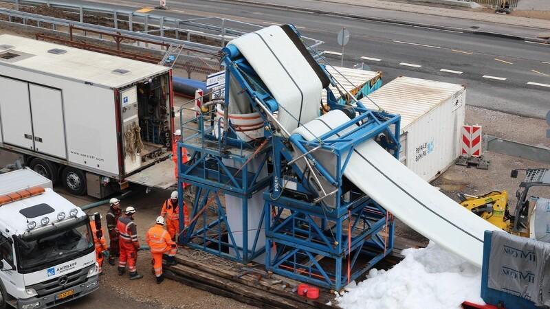 Kæmpe strømpeforing under letbanen i Odense