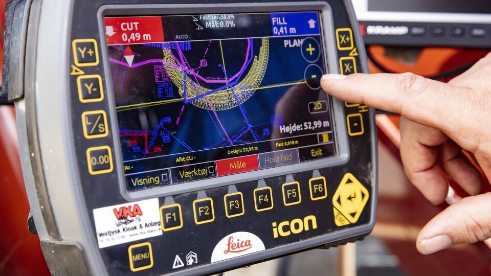 2. GPS afsætninger og terræn modeller sendes til maskinføreren